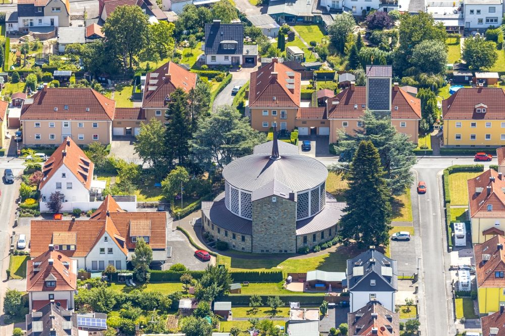 Soest from the bird's eye view: Church building of St. Bruno Kirche on Akazienstrasse in Soest in the state North Rhine-Westphalia, Germany
