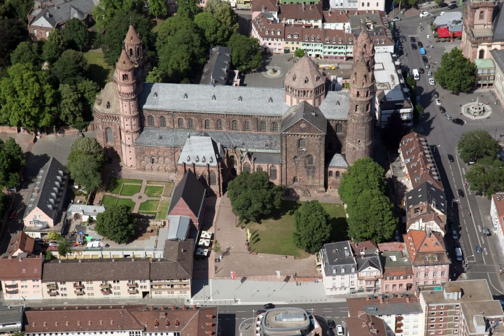 Aerial image Worms - Church building in of the St. Peter cathedral in the Old Town-center of downtown in Worms in the state Rhineland-Palatinate, Germany. The cathedral is the venue for the Nibelungen Festival every year