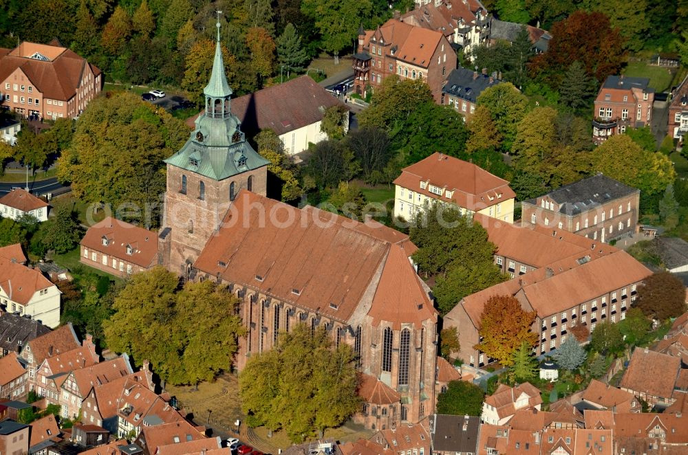 Lüneburg from the bird's eye view: Church building Michaeliskirche in Old Town- center of downtown in Lueneburg in the state Lower Saxony, Germany