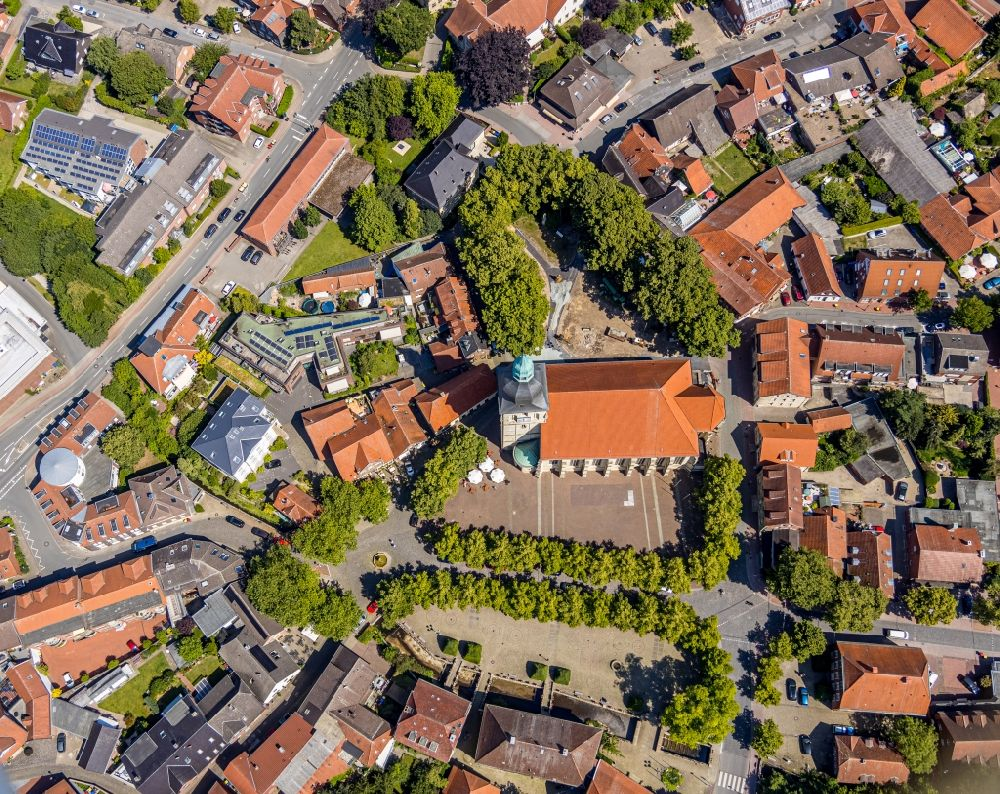 Aerial photograph Nottuln - Church building in am Stiftplatz Old Town- center of downtown in Nottuln in the state North Rhine-Westphalia