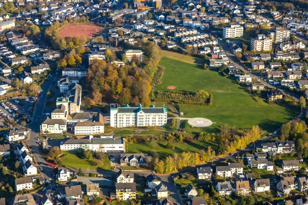 Aerial photograph Meschede - Hospital grounds of the Clinic St. Walburga-Krankenhaus Meschede on Schederweg in Meschede in the state North Rhine-Westphalia, Germany.