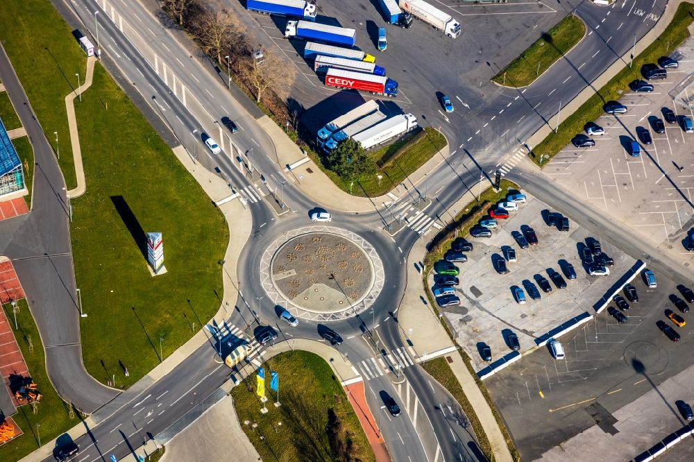 Bochum from the bird's eye view: Traffic management of the roundabout road along the Hauptstrasse in the district Langendreer in Bochum in the state North Rhine-Westphalia, Germany