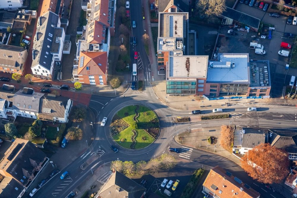 Aerial image Haltern am See - Traffic management of the roundabout road Muensterstrasse, Schuettenwall in Haltern am See in the state North Rhine-Westphalia, Germany