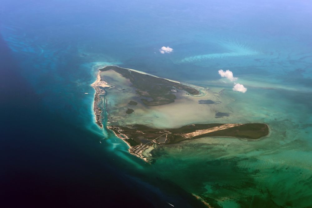 c2cdf06d739 Karibische Inseln from the bird s eye view  Coastal Caribbean Pacific  islands on the edge of the North Atlantic Ocean ...