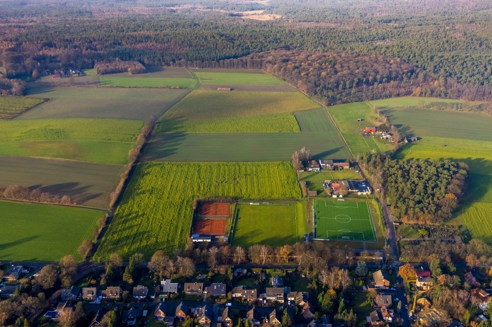Aerial image Haltern am See - Aerial view of the football field of the DJK Blau-Weiss Lavesum 1931 as well as tennis court in the district of Lavesum in Haltern am See in the Ruhr area in North Rhine-Westphalia, Germany