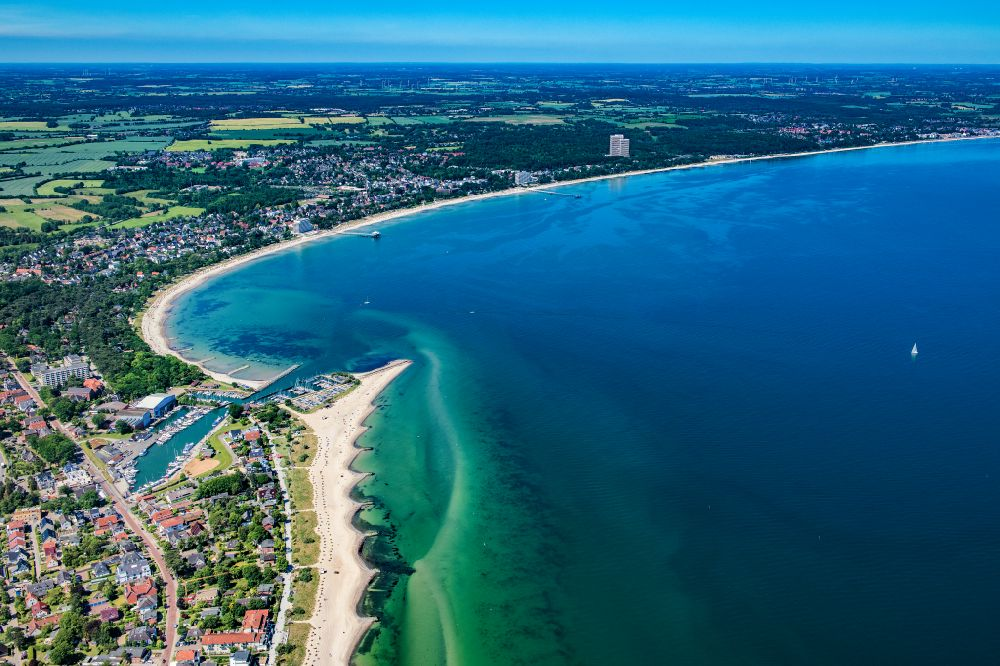 Timmendorfer Strand from the bird's eye view: Townscape on the seacoast of Baltic Sea in Niendorf/Ostsee in the state Schleswig-Holstein