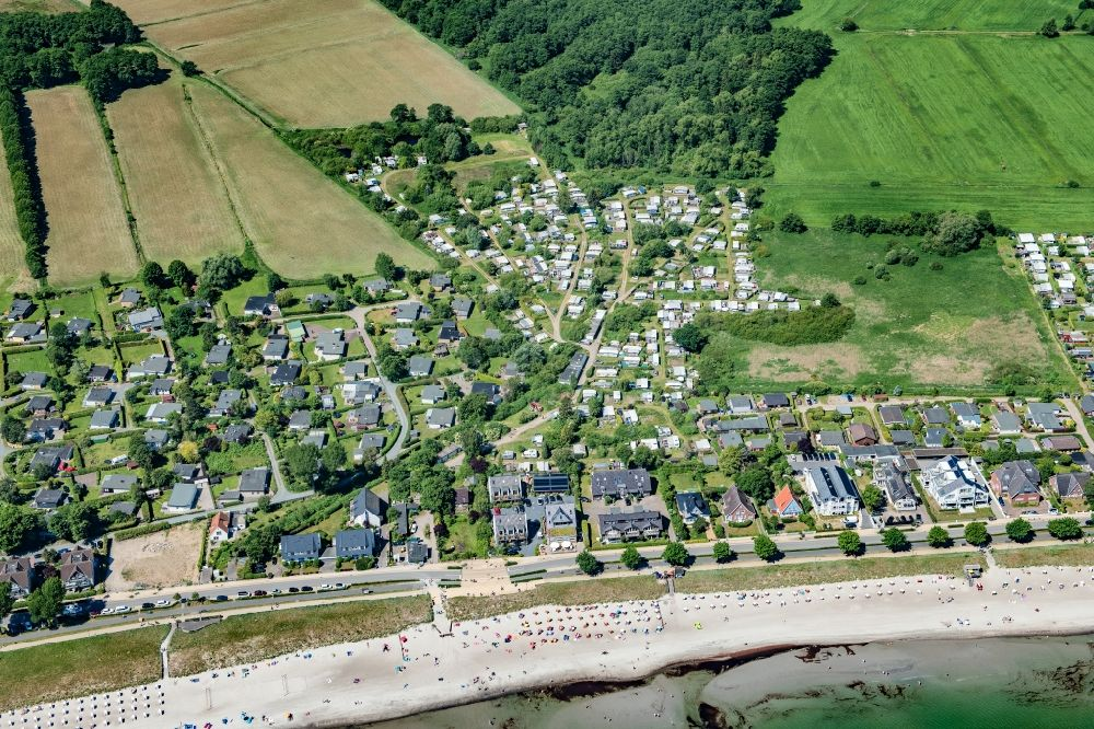 Scharbeutz from the bird's eye view: Townscape on the seacoast of Baltic Sea in Scharbeutz in the state Schleswig-Holstein