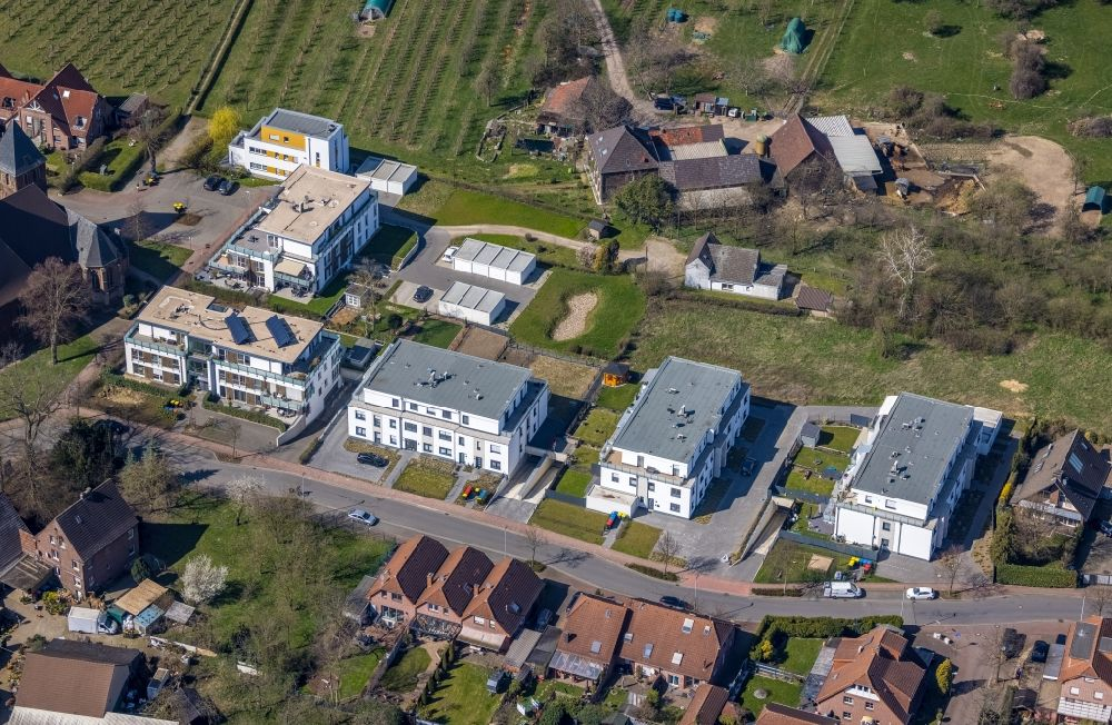 Dinslaken from above - Residential area of a multi-family house settlement on Eppinkstrasse in the district Eppinghoven in Dinslaken at Ruhrgebiet in the state North Rhine-Westphalia, Germany