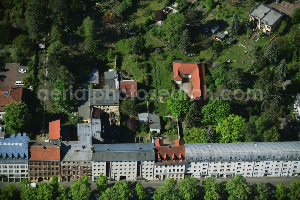 Aerial photograph Potsdam - Residential area of a multi-family house settlement along the Heinrich-Mann-Allee in the district Suedliche Innenstadt in Potsdam in the state Brandenburg, Germany