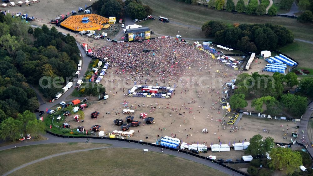Aerial image Bonn - Music event with carnival songs Jeck im Sunnesching in Bonn in the state North Rhine-Westphalia, Germany