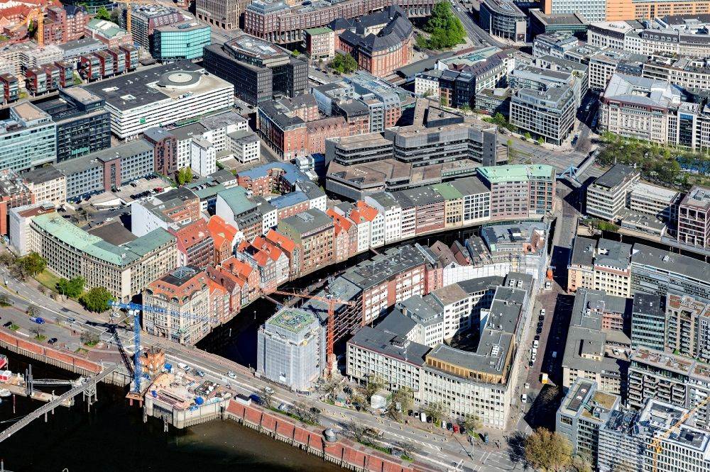 Hamburg from the bird's eye view: Construction site to build a new office and commercial building of the project Cremon 1 at the corner Hohe Bruecke - Cremon in the district Altstadt in Hamburg, Germany