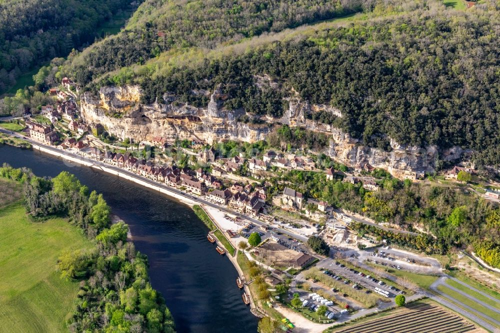 Aerial image La Roque-Gageac - Town on the banks of the river of Dordogne with Chateau de la Malartrie in La Roque-Gageac in Nouvelle-Aquitaine, France