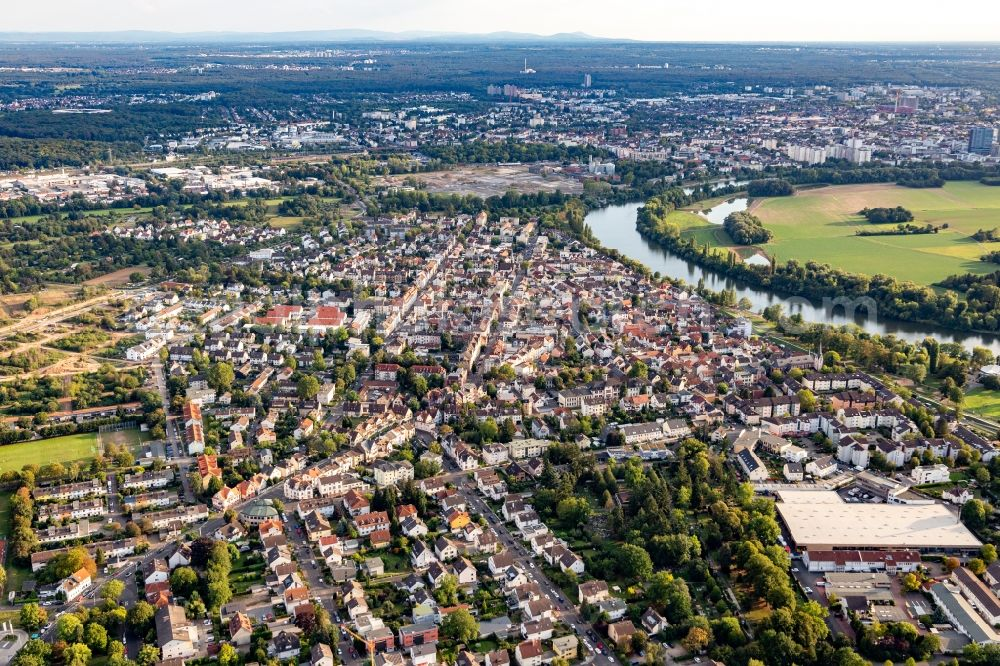 Offenbach am Main from the bird's eye view: Town on the banks of the river of the Main river in the district Buergel in Offenbach am Main in the state Hesse, Germany