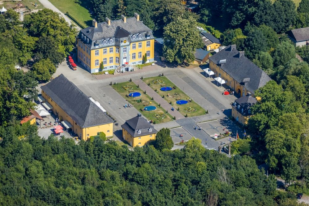 Aerial image Bottrop - Palace Freizeitpark Schloss Beck in Bottrop in the state North Rhine-Westphalia, Germany