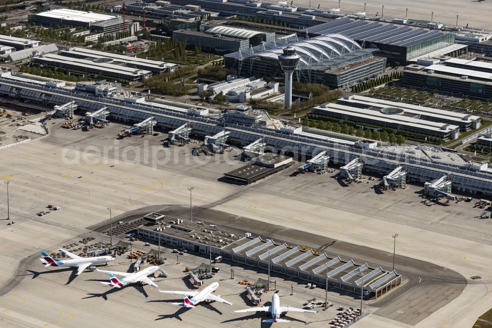 München-Flughafen from the bird's eye view: Passenger airplane of Lufthansa, aufgrund of Corona Lockdowns in parking position - parking area at the airport in Muenchen-Flughafen in the state Bavaria, Germany