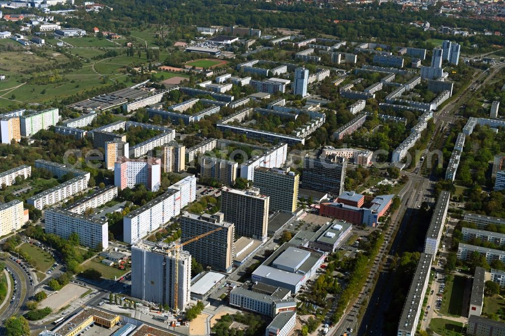 Halle (Saale) from above - Skyscrapers in the residential area of industrially manufactured settlement An der Magistrale with renovation work on Block 007 in the district Neustadt in Halle (Saale) in the state Saxony-Anhalt, Germany