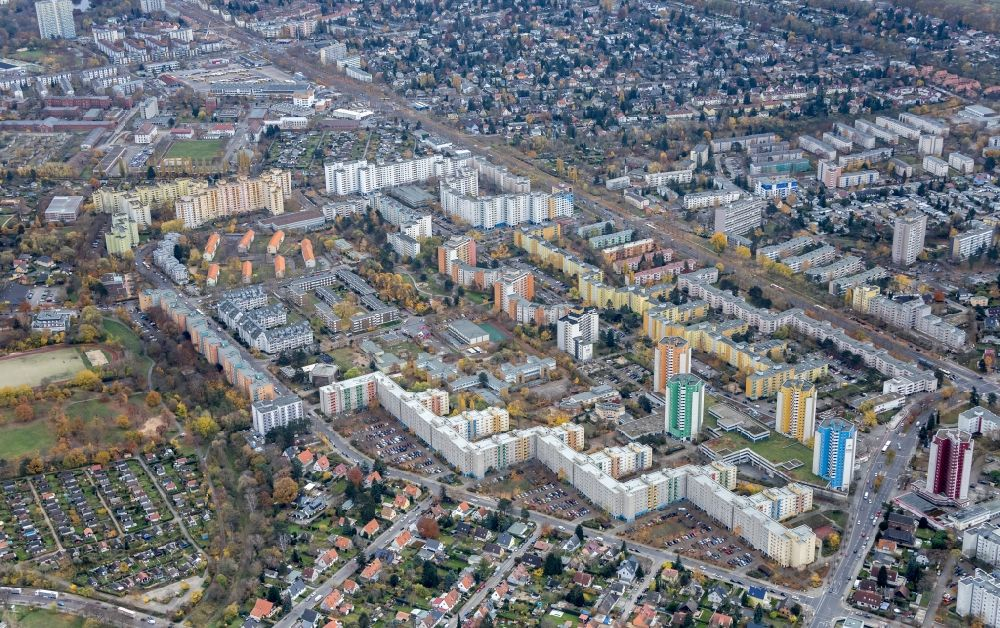 Berlin from the bird's eye view: High-rise buildings in the residential area of a??a??an industrially manufactured prefabricated housing estate on Maulbeerallee in the Staaken district in Berlin, Germany