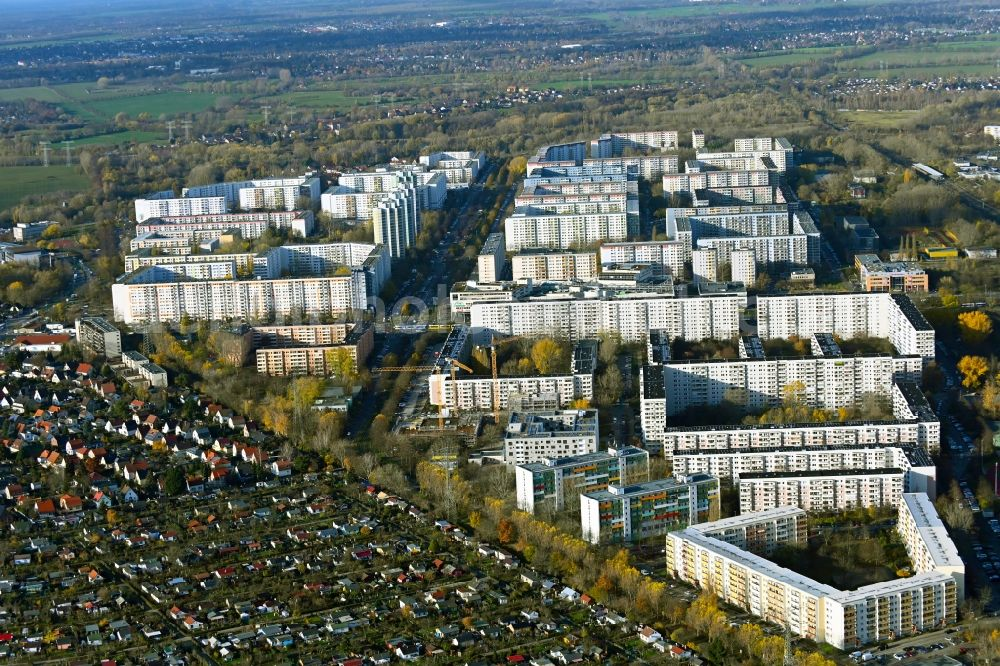 Aerial image Berlin - Skyscrapers in the residential area of industrially manufactured settlement in the district Neu-Hohenschoenhausen in Berlin, Germany
