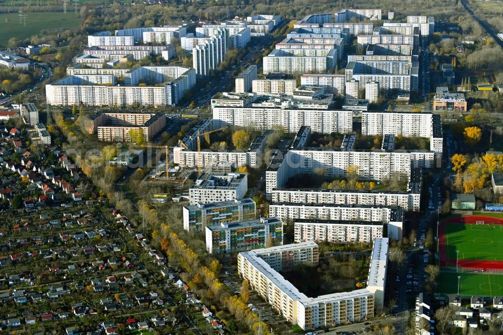 Aerial photograph Berlin - Skyscrapers in the residential area of industrially manufactured settlement in the district Neu-Hohenschoenhausen in Berlin, Germany