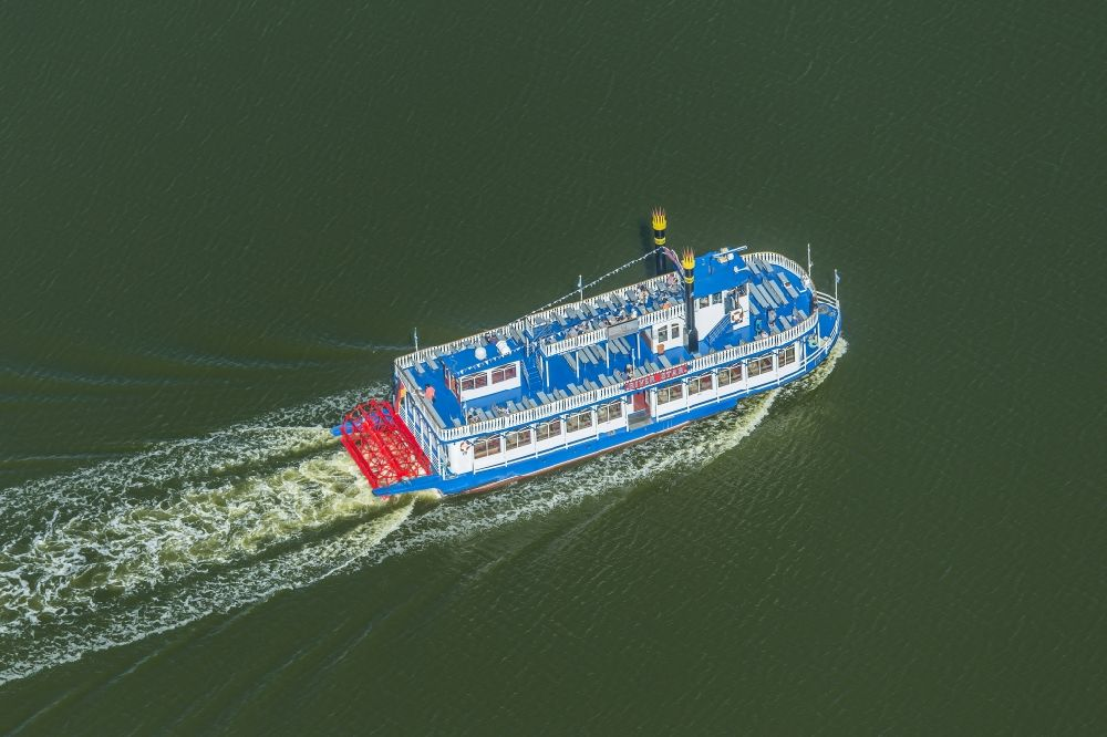 Aerial photograph Zingst - Paddle steamer on the Barther Bodden in Zingst in the state Mecklenburg-Vorpommern, Germany.