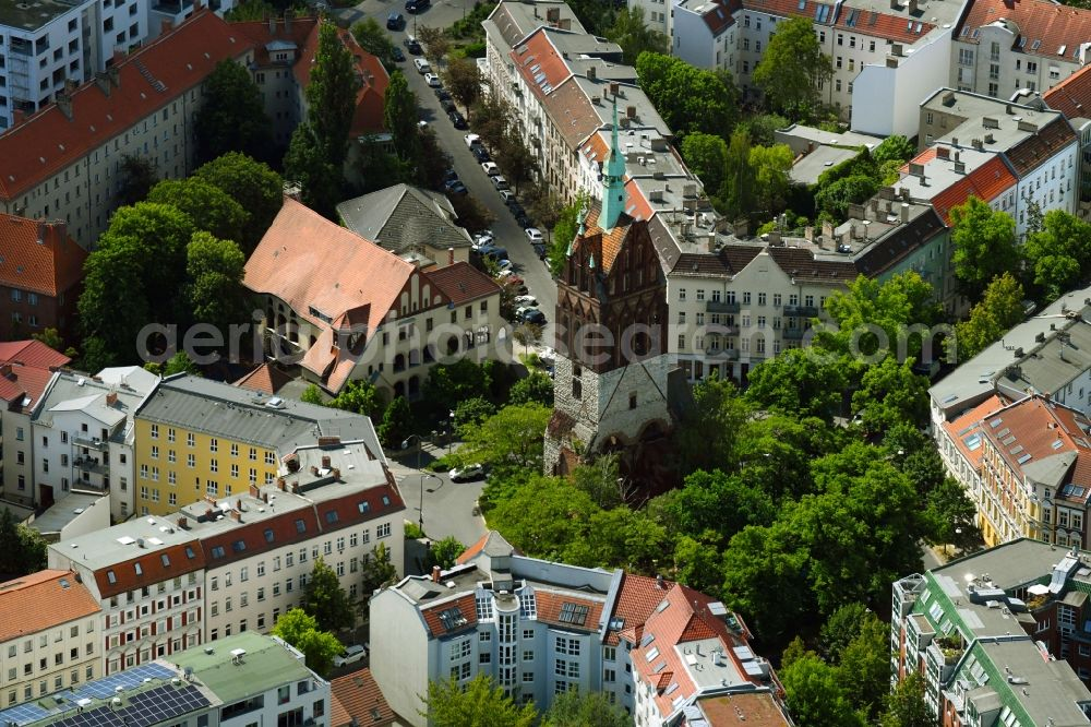 Aerial photograph Berlin - Ruins of church building Bethanienkirche on Mirbachplatz - Pistoriusstrasse in the district Weissensee in Berlin, Germany