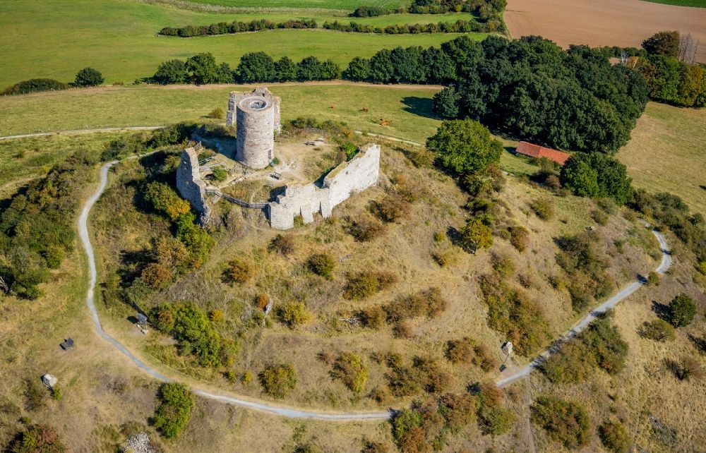 Aerial photograph Warburg - Ruins and vestiges of the former castle and fortress Burgruine Desenberg in Warburg in the state North Rhine-Westphalia, Germany
