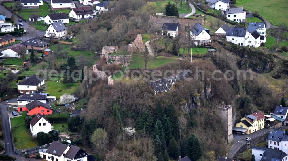 Aerial photograph Gerolstein - Ruins and vestiges of the former castle and fortress Loewenburg in Gerolstein in the state Rhineland-Palatinate, Germany