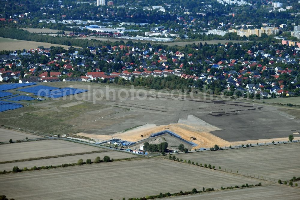 Aerial image Großziethen - Renovation, sealing and restoration work on the site of the refurbished landfill Deponie Grossziethen in Grossziethen in the state Brandenburg, Germany. Further information at: Hafemeister Erd- und Tiefbau GmbH.