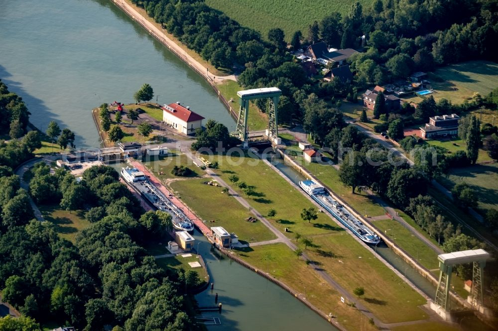 Aerial photograph Datteln - Boat lift and locks plants on the banks of the waterway of the Wesel-Datteln-Kanals in Datteln in the state North Rhine-Westphalia, Germany