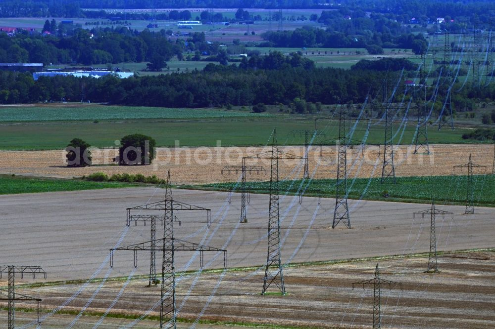 Schönwalde-Glien from the bird's eye view: Current route of the power lines and pylons in Schoenwalde-Glien in the state Brandenburg, Germany