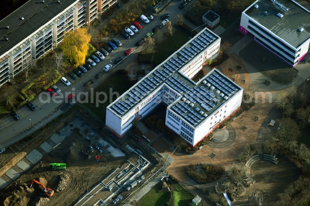 Aerial photograph Berlin - School building of the Grundschule on Teterower Ring in the district Kaulsdorf in Berlin, Germany. Further information at: Grundschule an der Wuhle.