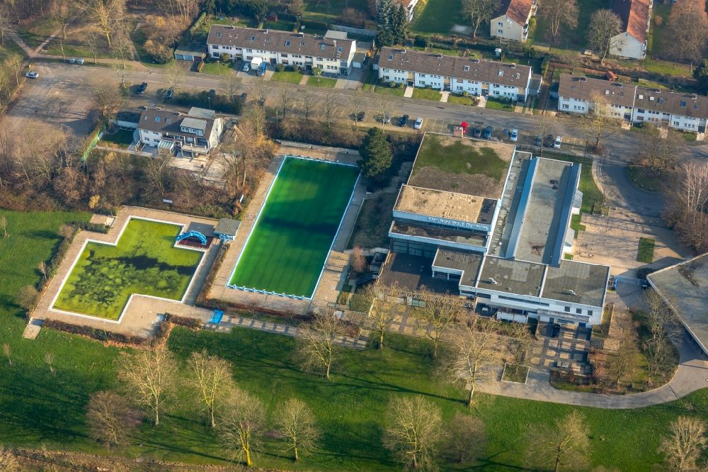 . Bochum from the bird s eye view  Swimming pool of the Hallenfreibad
