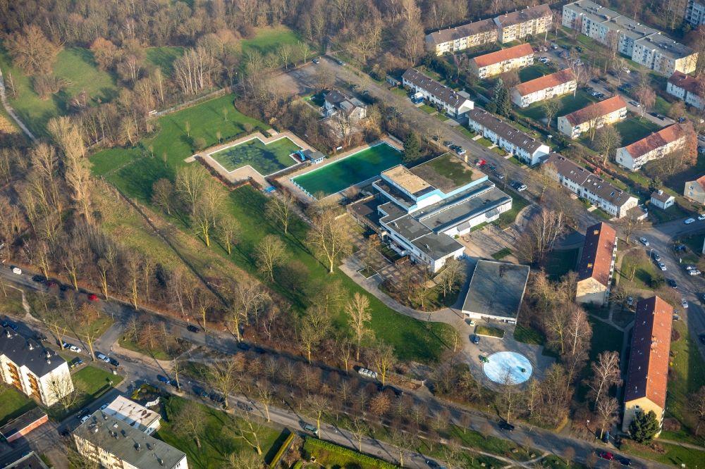 . Aerial image Bochum   Swimming pool of the Hallenfreibad Hofstede
