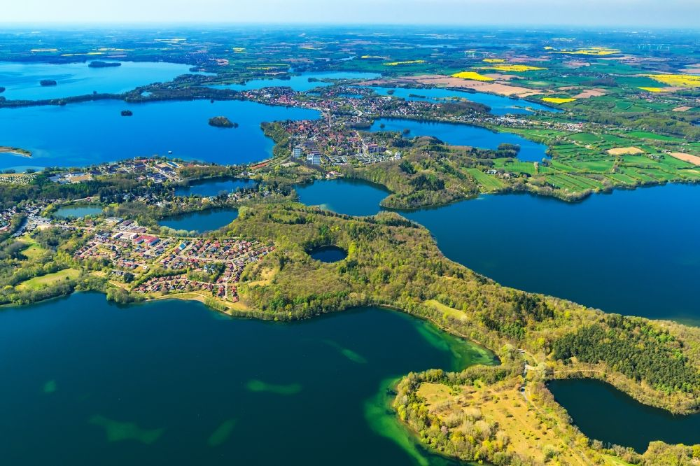 Aerial photograph Plön - Lakes chain and bank areas of the Ploener lakes in Ploen in the federal state Schleswig-Holstein