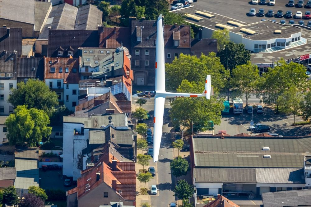 Hamm from the bird's eye view: Glider and sport aircraft flying over the airspace in Hamm in the state North Rhine-Westphalia, Germany.