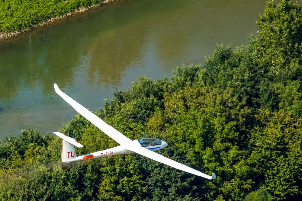 Hamm from above - Glider and sport aircraft flying over the airspace in Hamm in the state North Rhine-Westphalia, Germany.