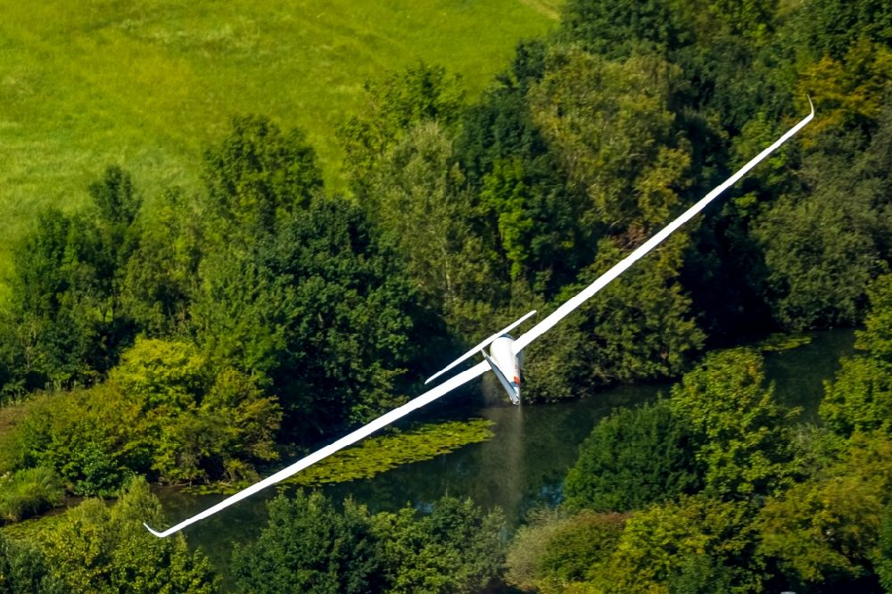 Hamm from the bird's eye view: Glider and sport aircraft flying over the airspace in Hamm in the state North Rhine-Westphalia, Germany