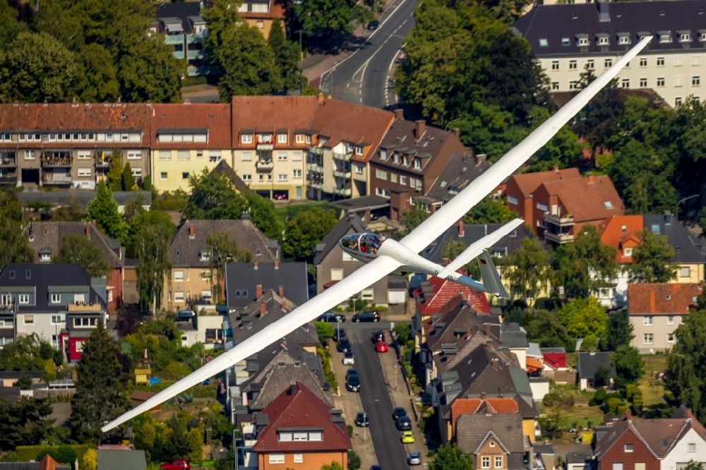 Aerial image Hamm - Glider and sport aircraft flying over the airspace in Hamm in the state North Rhine-Westphalia, Germany