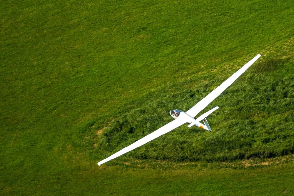 Aerial photograph Hamm - Glider and sport aircraft flying over the airspace in Hamm in the state North Rhine-Westphalia, Germany
