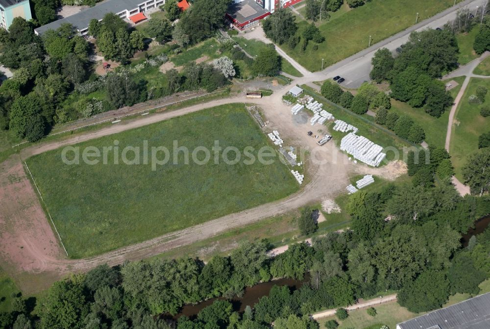 Aerial photograph Erfurt - Sports grounds and football pitch Sportplatz Karl Specht on Hanoier Strasse in the district Berliner Platz in Erfurt in the state Thuringia, Germany.