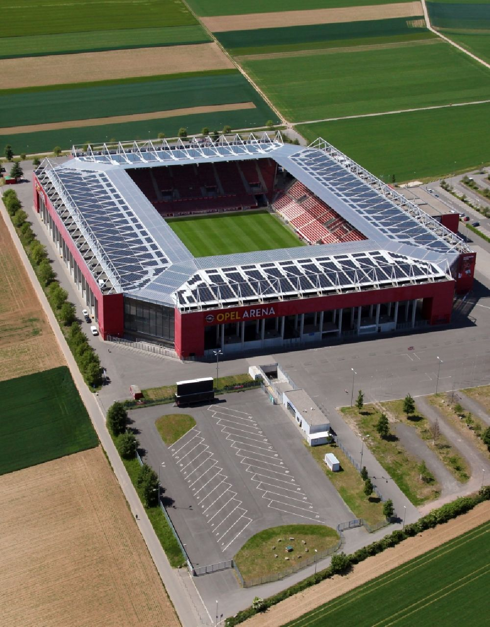 Aerial photograph Mainz - Sports facility grounds of the arena of the stadium OPEL ARENA (former name Coface Arena) on Eugen-Salomon-Strasse in Mainz in the state Rhineland-Palatinate, Germany