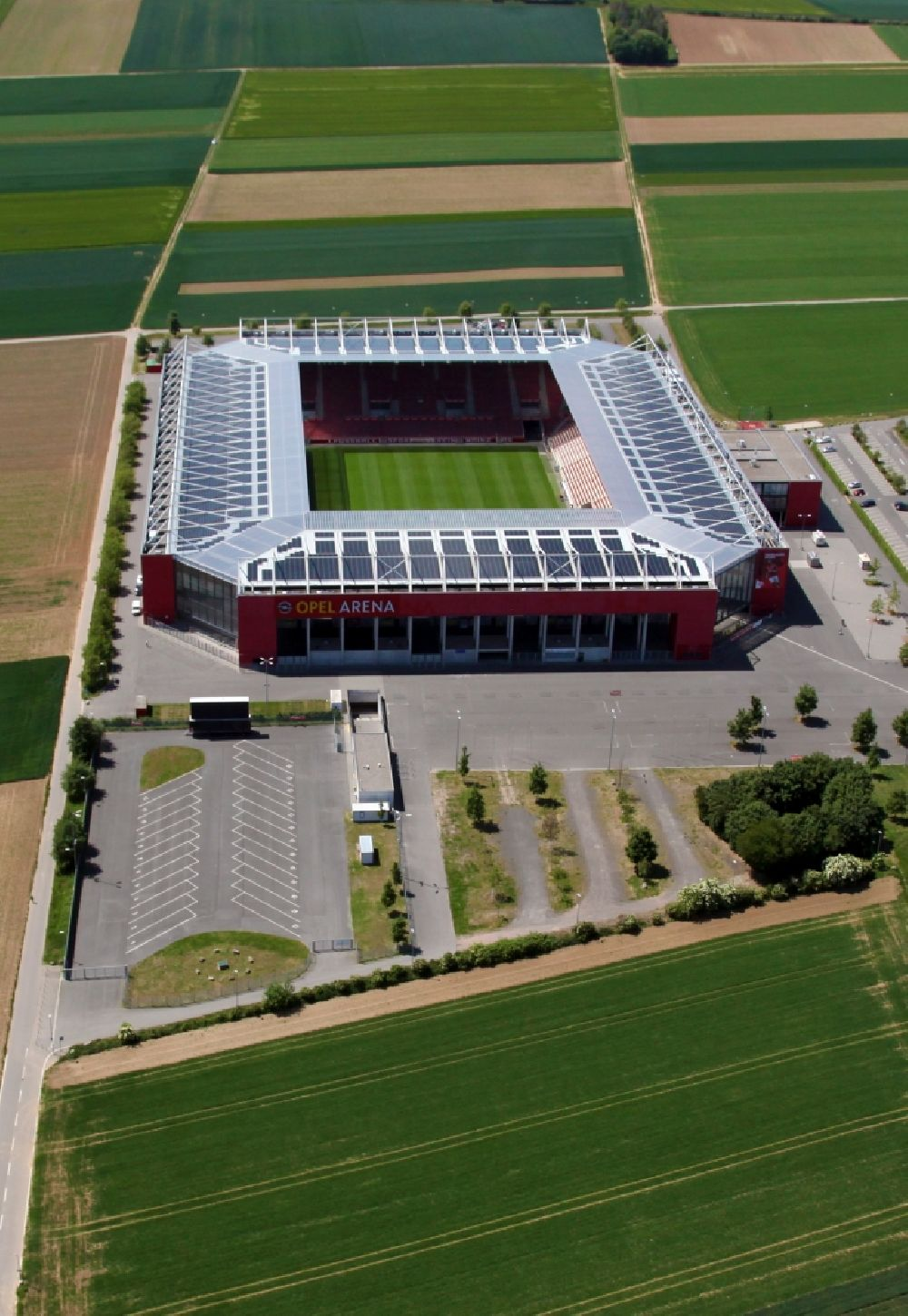 Aerial image Mainz - Sports facility grounds of the arena of the stadium OPEL ARENA (former name Coface Arena) on Eugen-Salomon-Strasse in Mainz in the state Rhineland-Palatinate, Germany