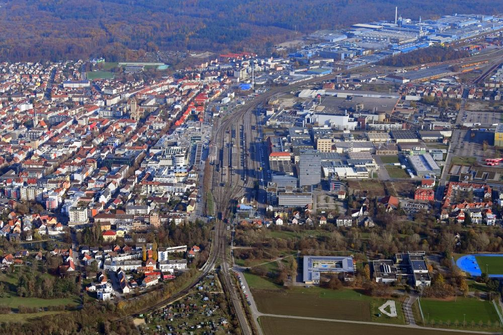 Singen (Hohentwiel) from the bird's eye view: District in the city around the railway station in Singen (Hohentwiel) in the state Baden-Wuerttemberg, Germany