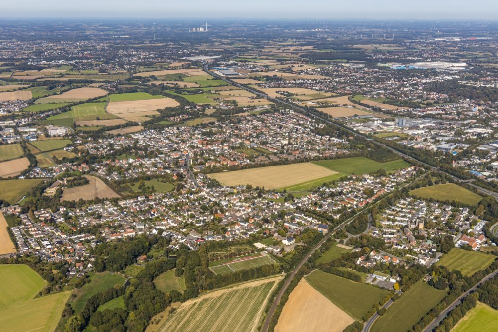Aerial photograph Unna - Outskirts residential along the BAB A1 in the district Massen in Unna in the state North Rhine-Westphalia, Germany