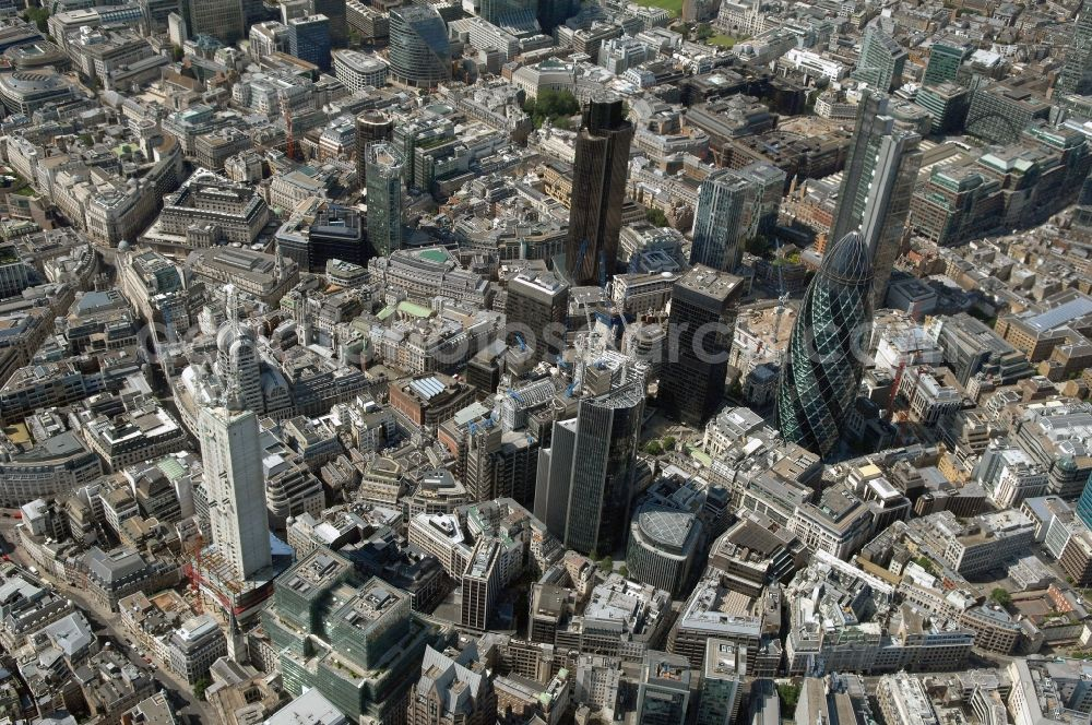 London from the bird's eye view: The city center in the downtown area in the district City of London in London in England, United Kingdom