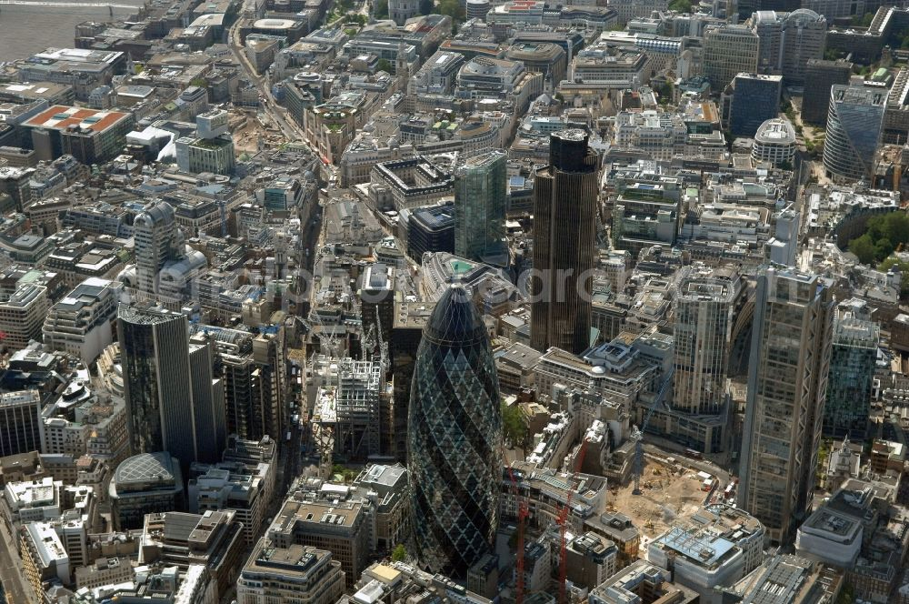 London from the bird's eye view: The city center in the downtown area in the district City of London in London in England, United Kingdom.