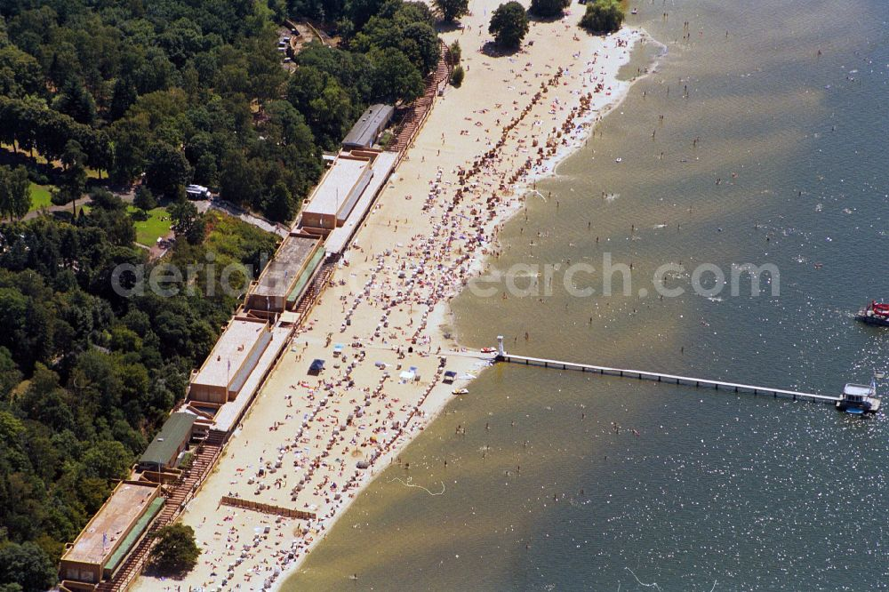 Berlin Wansee from the bird's eye view: Beach on the shore of the Wannsee in Berlin