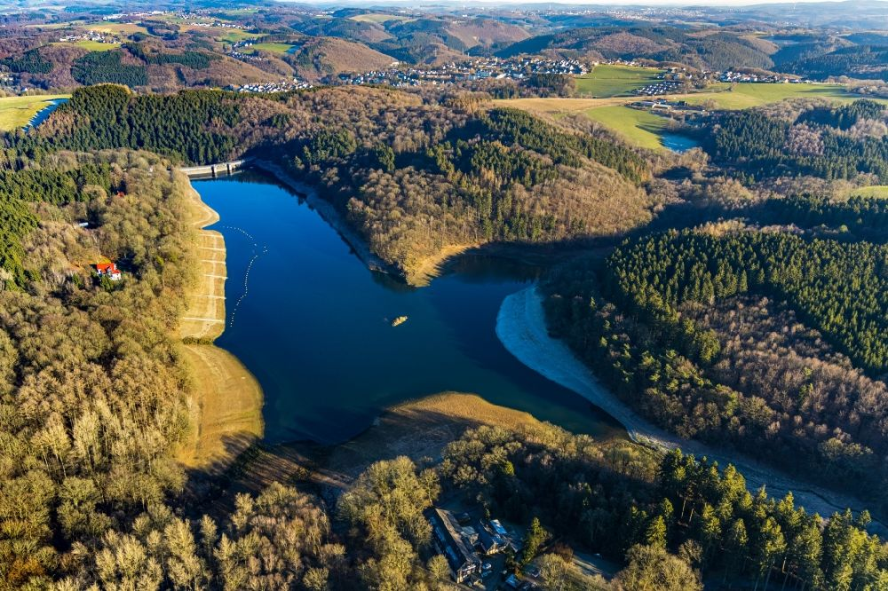 Breckerfeld from the bird's eye view: Dam and shore areas at the lake on Gloertalsperre in Breckerfeld in the state North Rhine-Westphalia, Germany.
