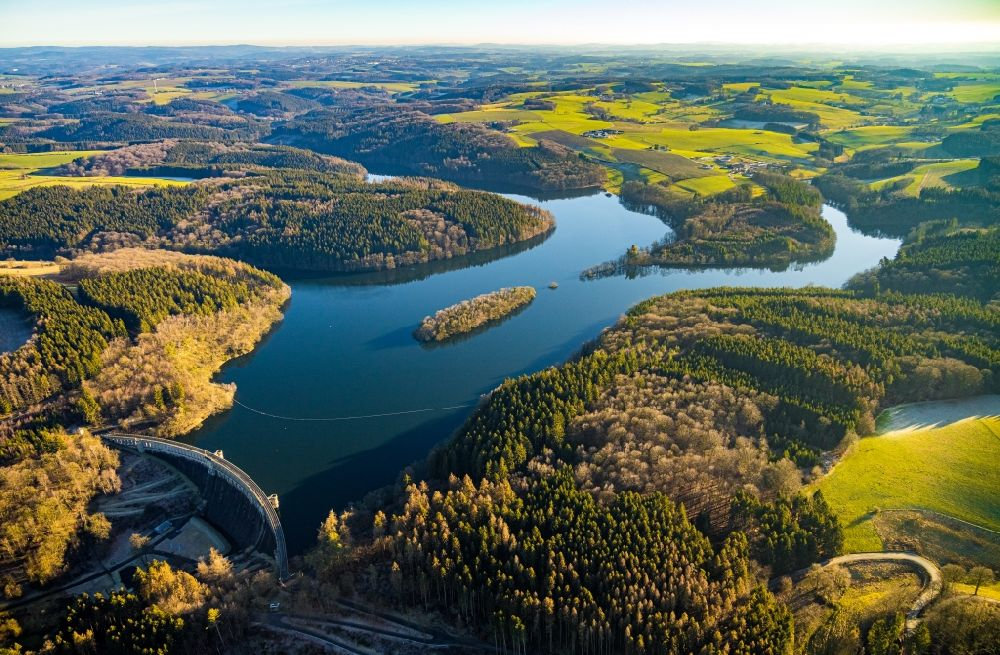 Aerial photograph Breckerfeld - Dam and shore areas at the lake on Gloertalsperre in Breckerfeld in the state North Rhine-Westphalia, Germany