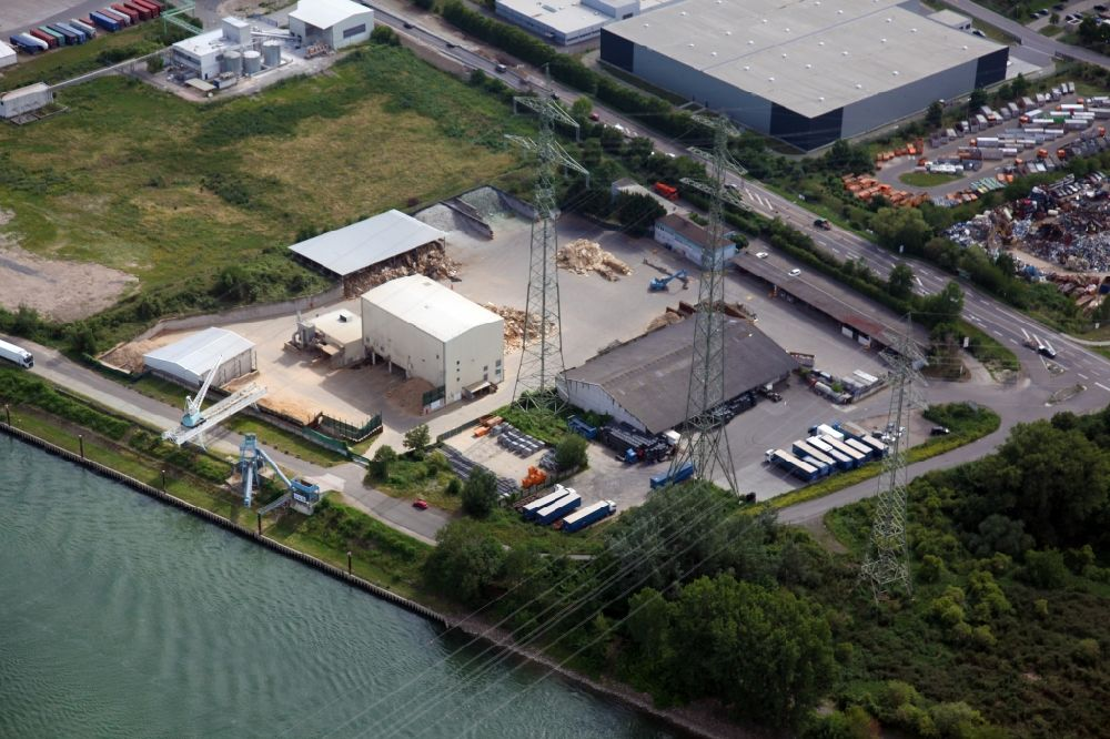 Worms from the bird's eye view: Technical facilities in the industrial area I / 7 on Mainzer Strasse in Worms in the state Rhineland-Palatinate, Germany